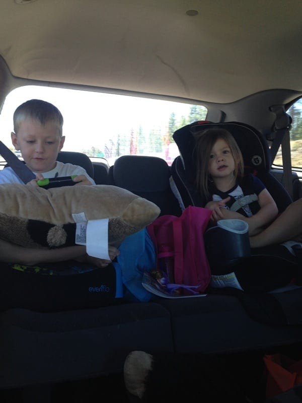 kids-in-backseat