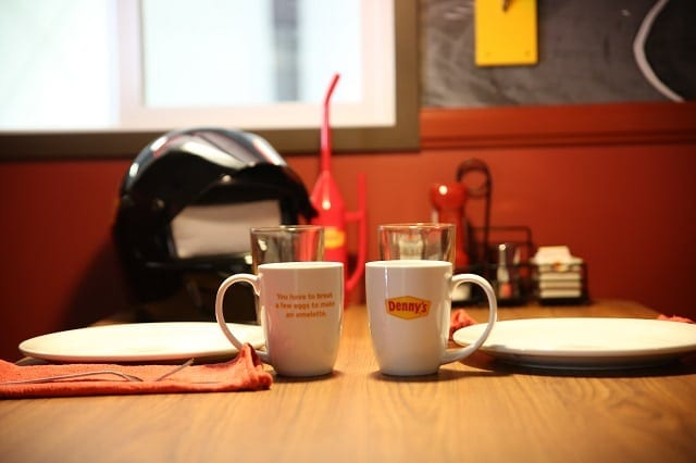 Dennys-booth